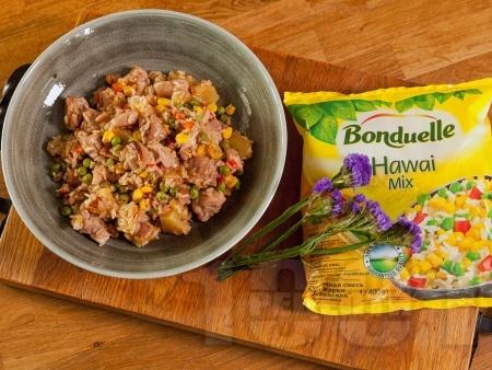 Пържени пилешки хапки от филе / гърди с хавайски микс и ананас от консерва - снимка на рецептата